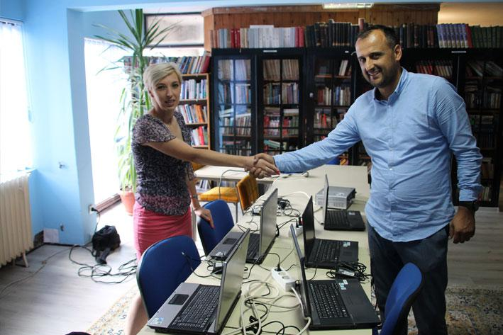 Eastern Mining donates laptops to the General Library of Vareš